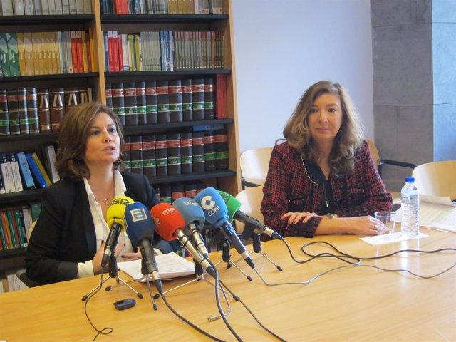La Fiscal Superior, Esther Fernández, junto a Esperanza González, fiscal