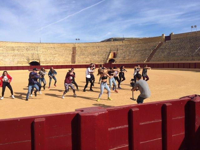 Danza en la plaza de toros de Osuna.