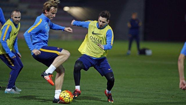 Rakitic y Messi en un entrenamiento del Barcelona