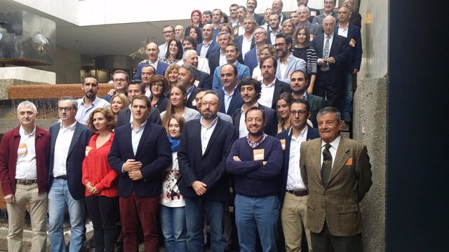 El presidente de Ciudadanos, Albert Rivera, con candidatos al Congreso
