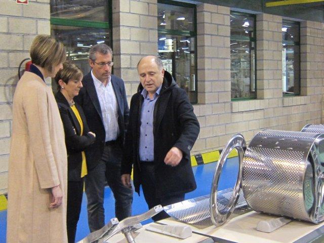 Olano, Tapia y Ubarrechena visitan Fagor CNA Group.