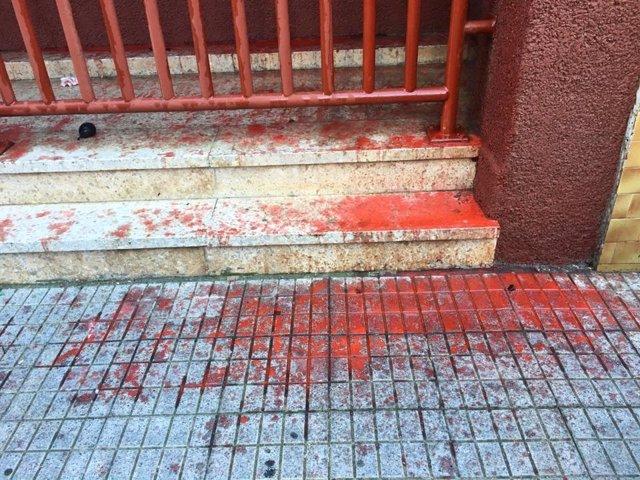 Atacan con pintura roja la sede del PP en La Laguna