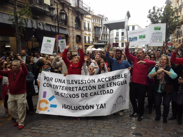 Marcha reivindicativa intérpretes de lengua de signos de Canal Sur