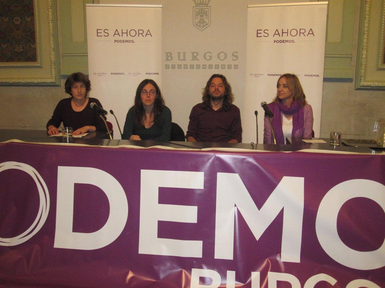 Tania Sánchez (d) durante su participación en un acto en Burgos
