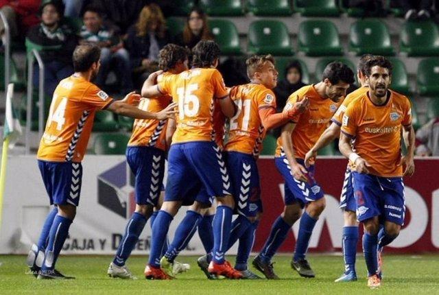 El Deportivo Alavés gana en Elche