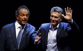Scioli llama a Macri para felicitarle por su victoria en las elecciones en Argentina