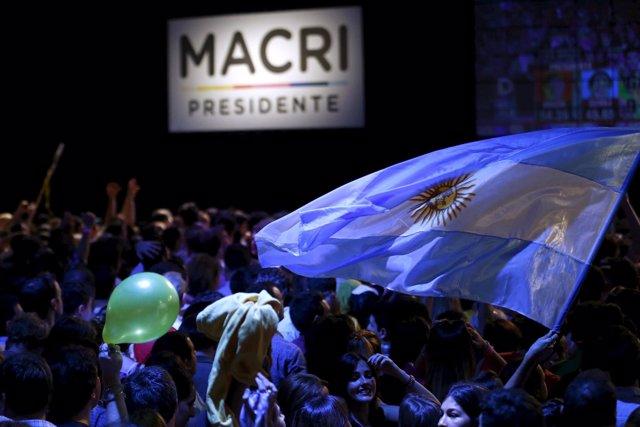 Seguidores de Macri celebran su victoria en las presidenciales en Argentina