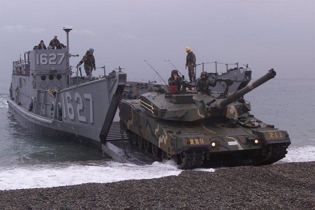 Desembarco de un carro de combate en Corea, maniobras Foal Eagle