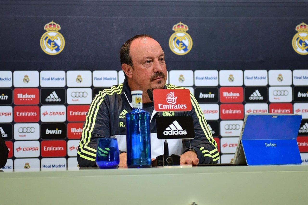 Rafa Benitez en rueda de prensa con los medios