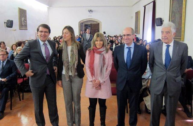 Autoridades En La Inauguración De La Jornada Organizada Por La Asociación Beatr