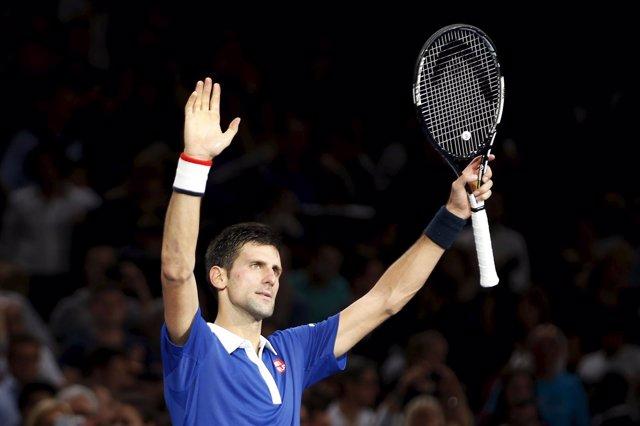 Djokovic vence ante un luchador Wawrinka y se mete en la final de París