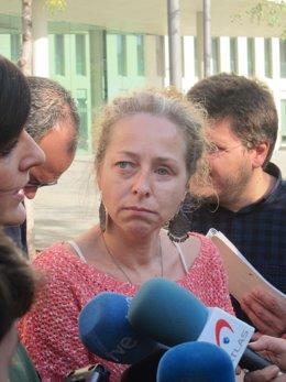 Ester Quintana en declaraciones a los medios en la Ciudad de la Justicia