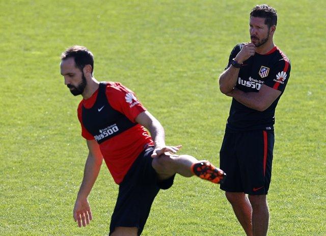 """Juanfran Torres y Diego Pablo Simeone """" Cholo"""", entrenamiento Atlético de Madrid"""