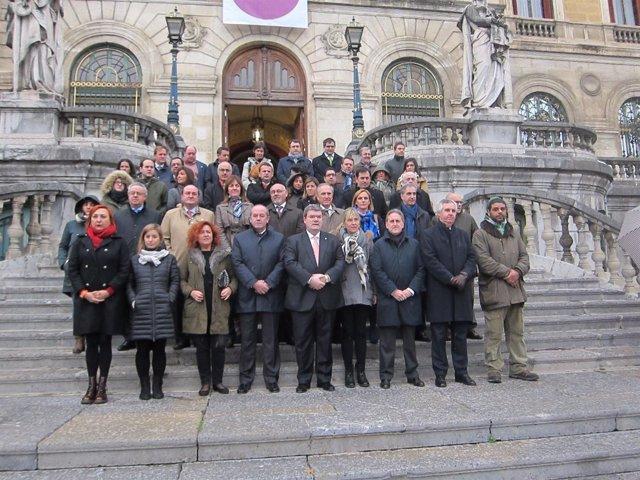 Concentración de condena en el Ayuntamiento de Bilbao.