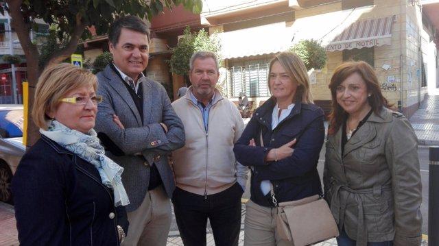 Rojas junto a los miembros del PP de Motril.