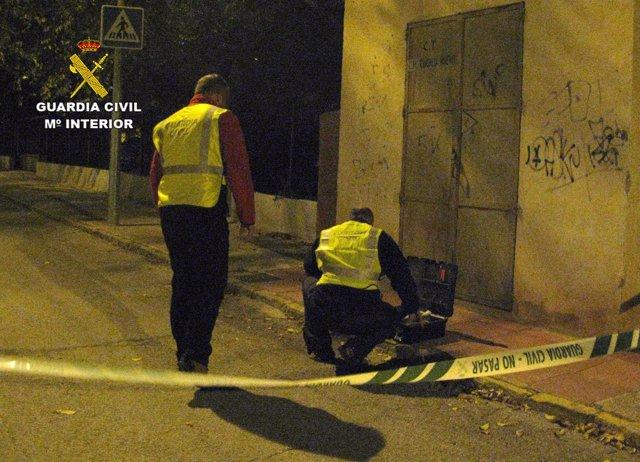 Guardia Civil instantes después de realizar la inspección ocular