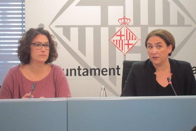 La concejal L.Pérez y la alcaldesa A.Colau