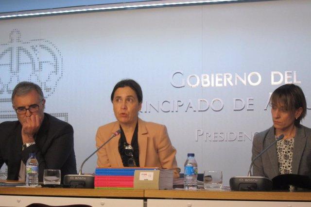 Dolores Carcedo, en el centro