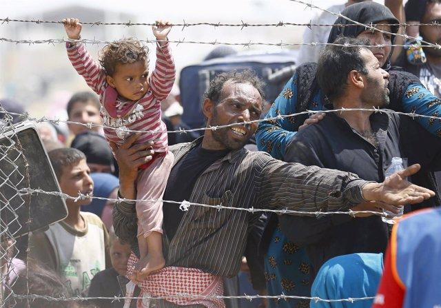 Refugiados sirios intentan cruzar a Turquía
