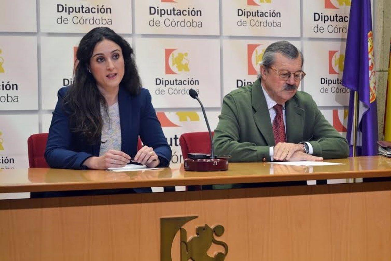 Gómez presenta el evento junto a Serrano