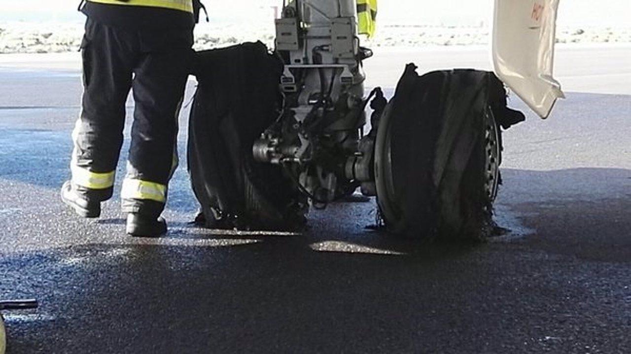 Estado de las ruedas del avión tras reventarse