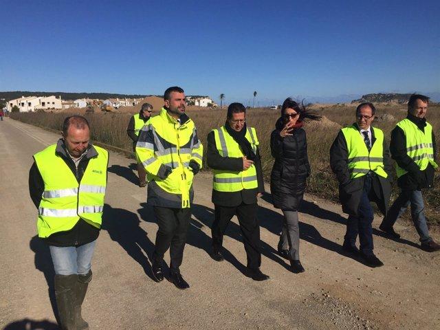 El conseller Vila visita las obras de la marisma de La Pletera de L'Estartit