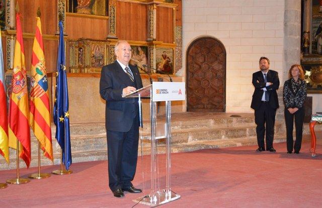 Miguel Caballú medalla al mérito turístico.