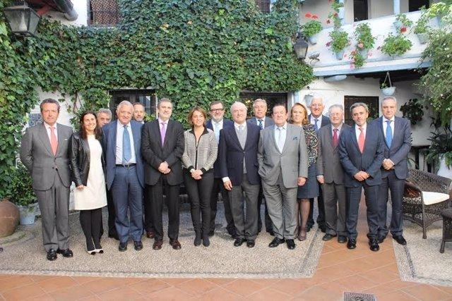 Miembros del Consejo de Telefónica en Andalucía junto a la alcaldesa de Córdoba