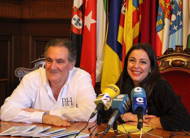 Los concejales del Ayuntamiento de Motril Antonio Escámez y Alicia Crespo.