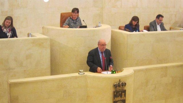 El consejero de Economía presenta los presupuestos de 2016 en el Pleno