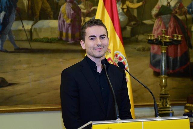Jorge Lorenzo recible la medalla de Oro de la ROMD y habla con los medios