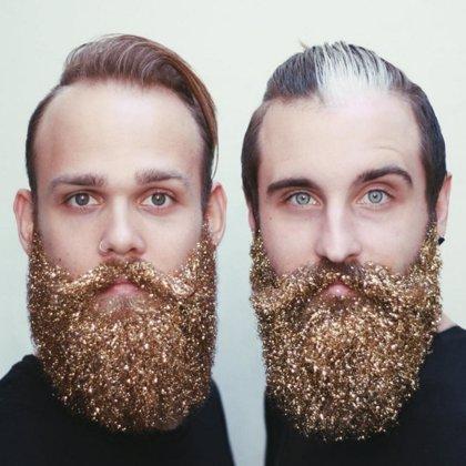 Barbas con purpurina para hombres, la última moda para Navidad