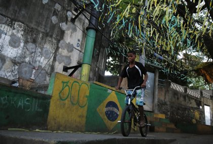 Brasil evalúa retrasar la subida del salario mínimo para reducir el déficit