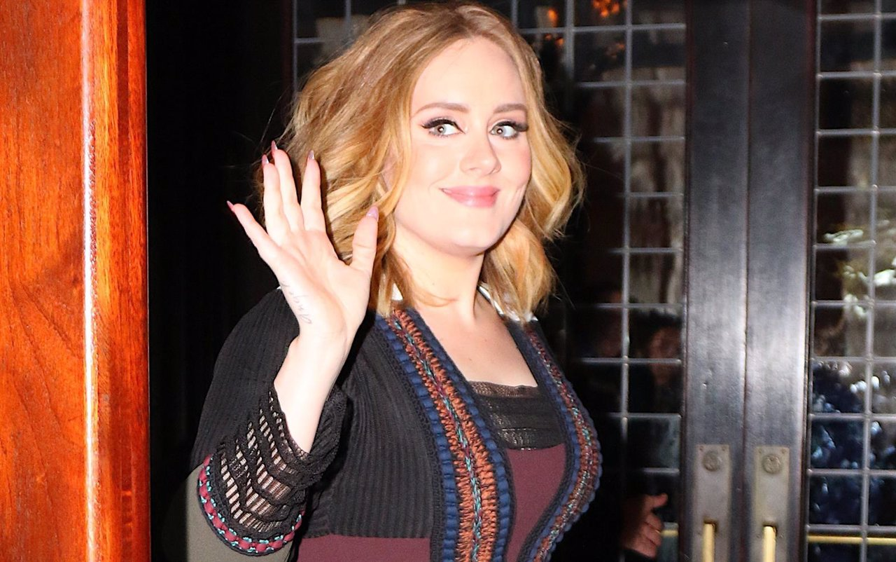 145388, Adele Greets Fans After Returning From The Late Show With Jimmy Fallon I