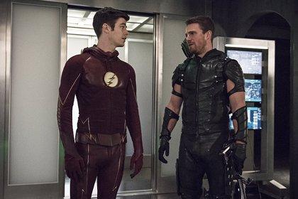 Avalancha de imágenes del crossover de The Flash y Arrow