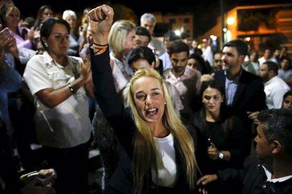 """La mujer de Leopoldo López, """"retenida"""" en el aeropuerto de Isla Margarita"""