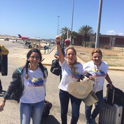 """Lilian Tintori anuncia que ha logrado salir del aeropuerto tras ser """"retenida"""""""