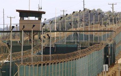 Obama firma la ley que le impedirá cerrar la cárcel de Guantánamo