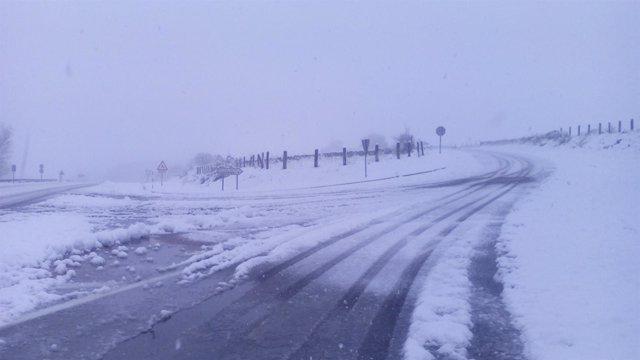 Carretera nevada en Cantabria