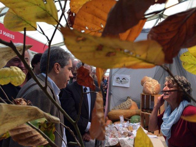 Francesc Homs en una Feria de Olot (Girona)
