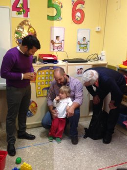 Marzà y Ribó visitan un aula pública de 0 a 3 años