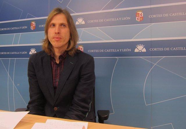 Pablo Fernández en rueda de prensa en las Cortes