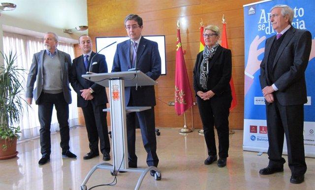 Jesús Pacheco en la rueda de prensa acompañado presidente Cabildo Cofradías