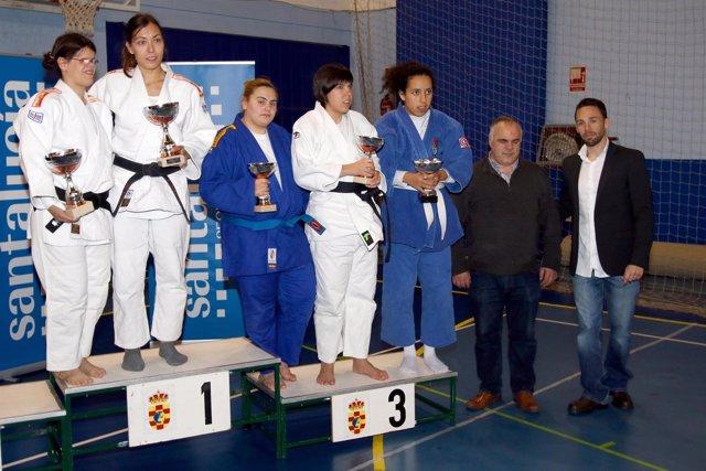 Mónica Merenciano en el podio del Campeonato de España