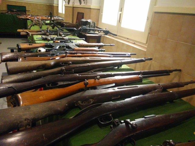 La Guardia Civil decomisa más de 200 armas y 300 quilos de explosivos