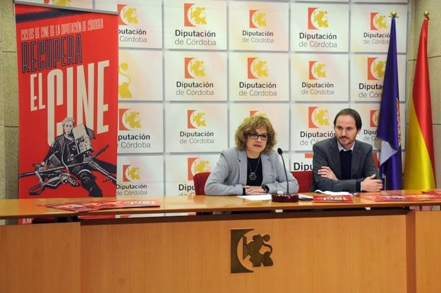 Ruz (izda.) presenta el proyecto 'Recupera el cine' junto a Navarro