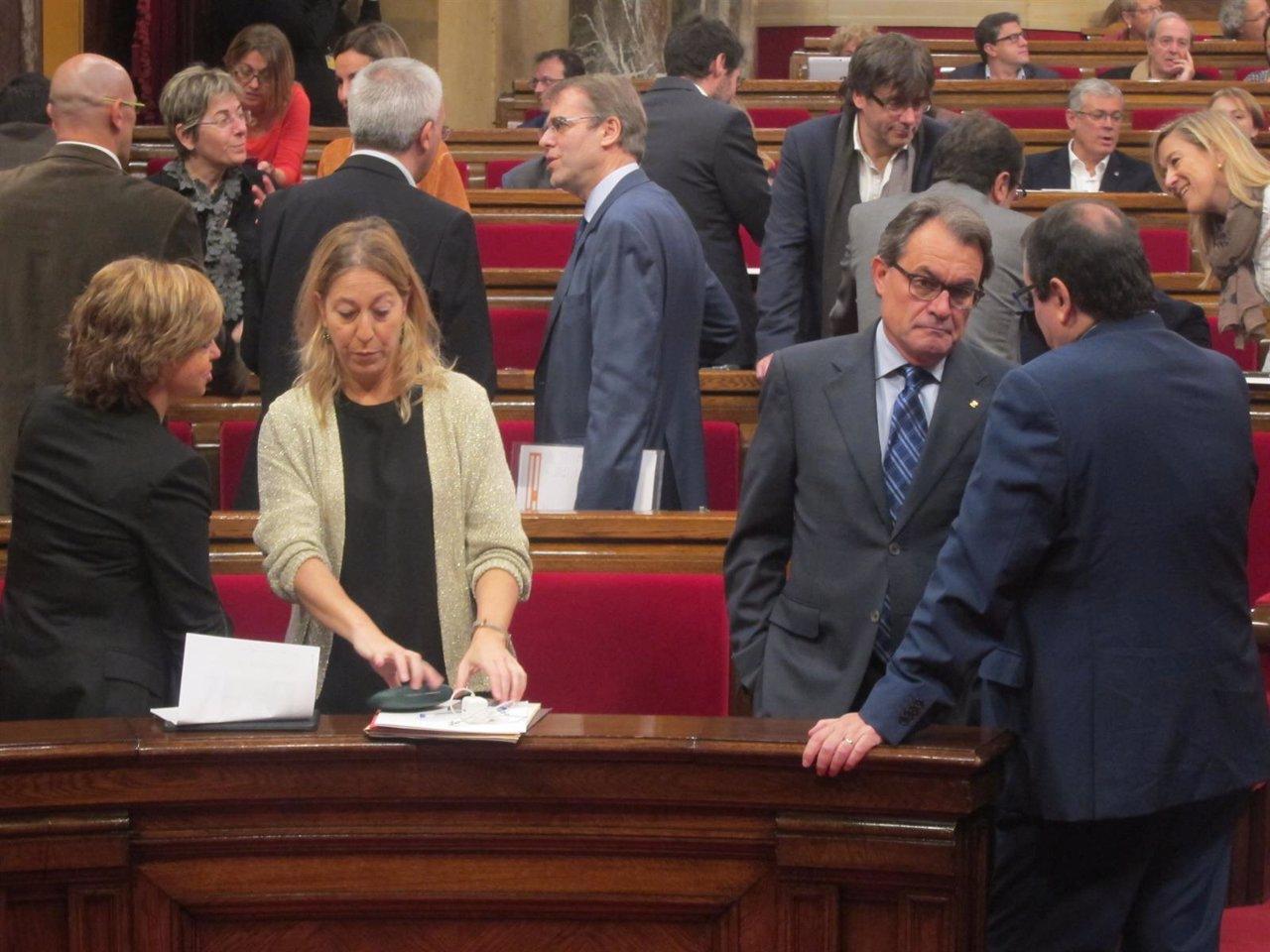 Artur Mas y Neus Munté con Jordi Jané y Meritxell Borràs en el Parlament