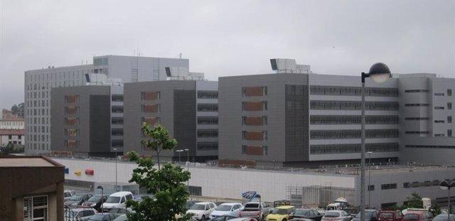 Las nuevas torres de Valdecilla vistas desde el centro de salud de Cazoña