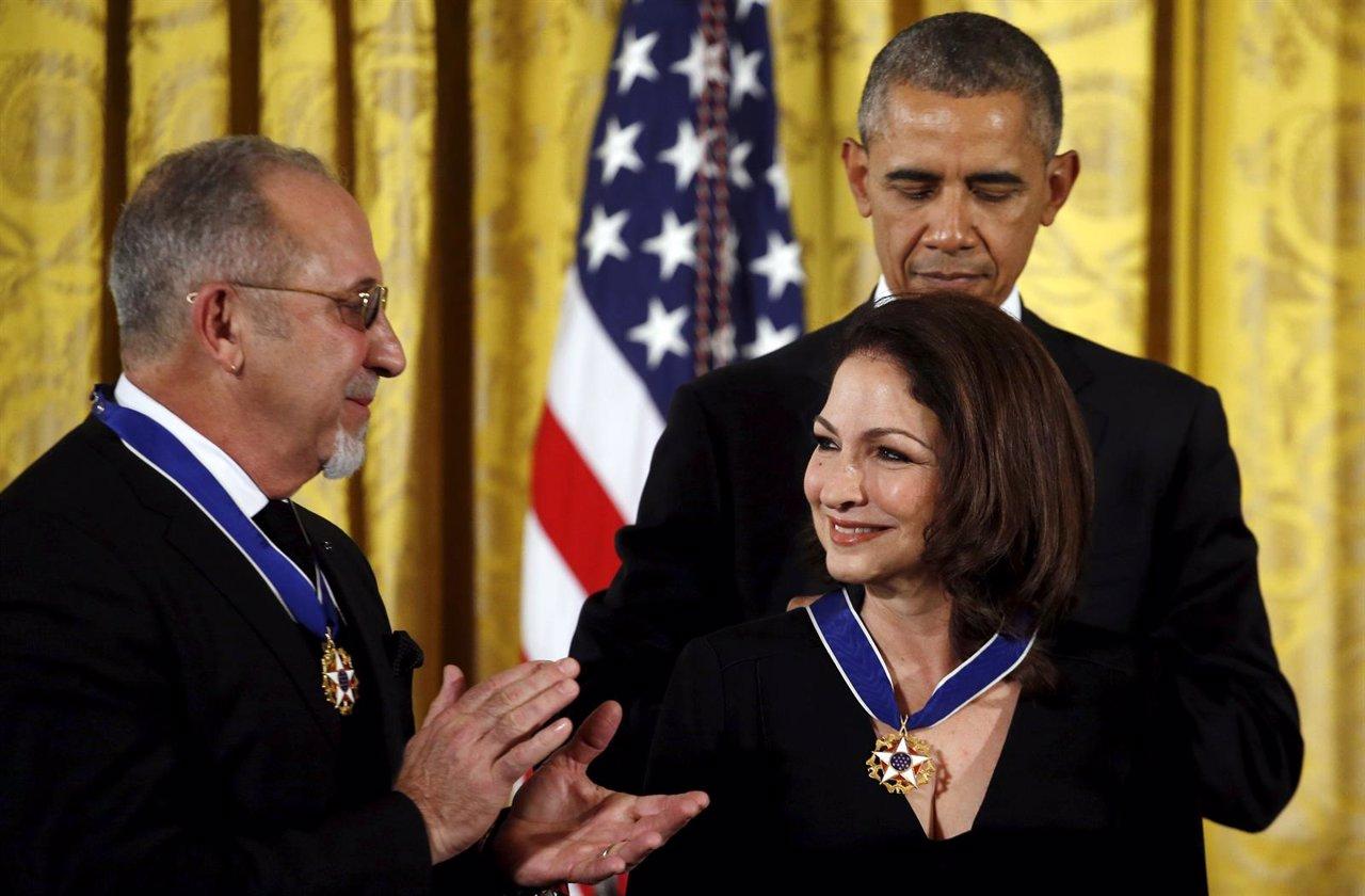 U.S. President Barack Obama presents the Presidential Medal of Freedom to Gloria