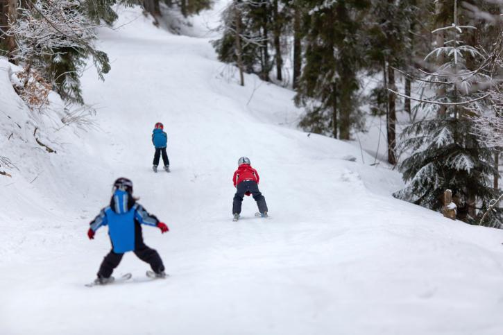 Cómo enseñar a esquiar a los niños